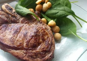 Steak mit Baby-Blattspinat