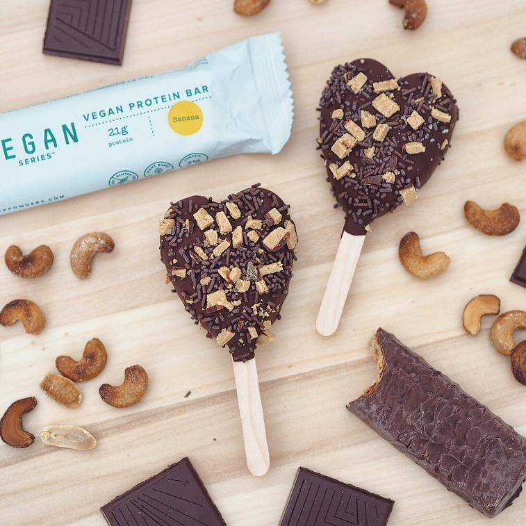 Veganes Eis am Stiel mit Schokolade