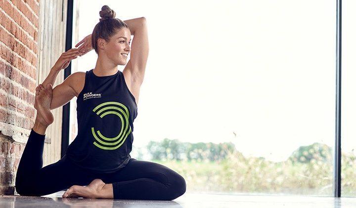 yogaøvelse der illustrerer, hvordan yoga kan gøre dig til en bedre atlet