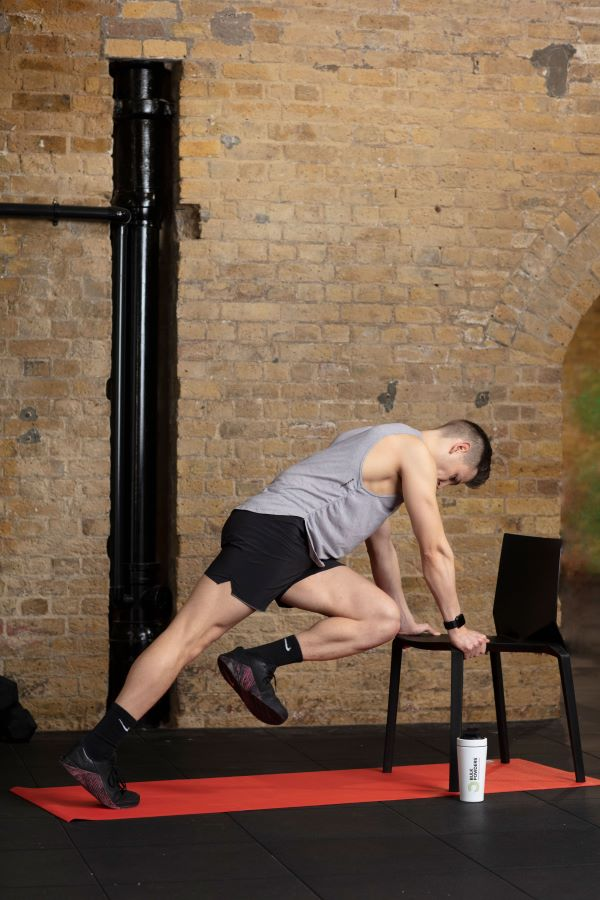 chair high plank knee-ups step 4