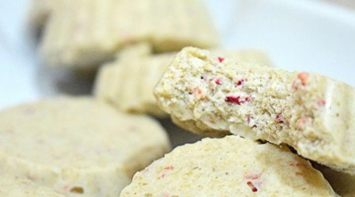 Biscotti cioccolato bianco fragola