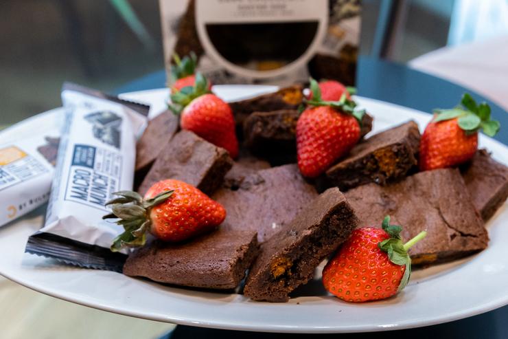 Brownies met stukjes macro munch | protein | BULK POWDERS® NL