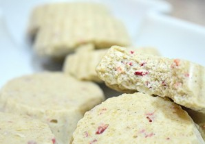 Bakeless White Chocolate Strawberry Biscuits
