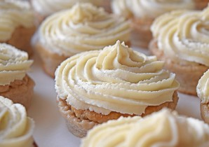 Vanilla Frosted Cupcakes Recipe - BULK POWDERS