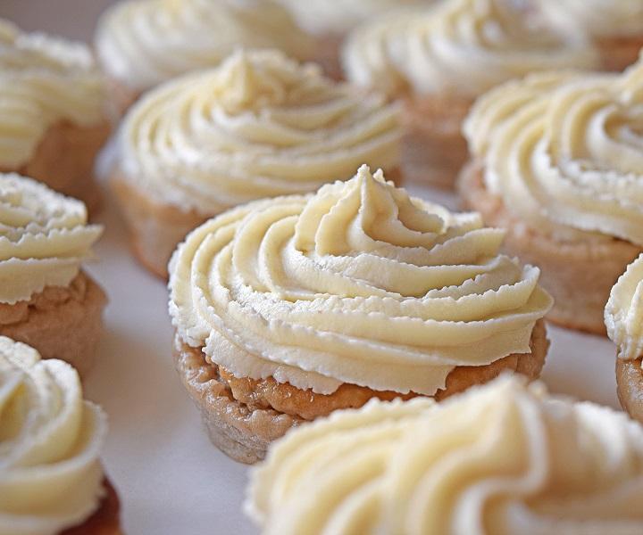 Vanilla Frosted Cupcakes Recipe - BULK POWDERS
