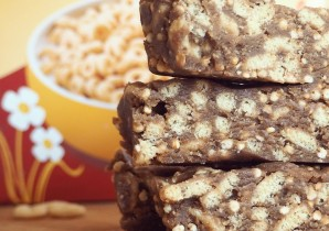Crunchy Peanut Butter Cereal Bars