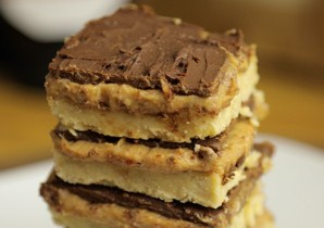 peanut butter caramel slices