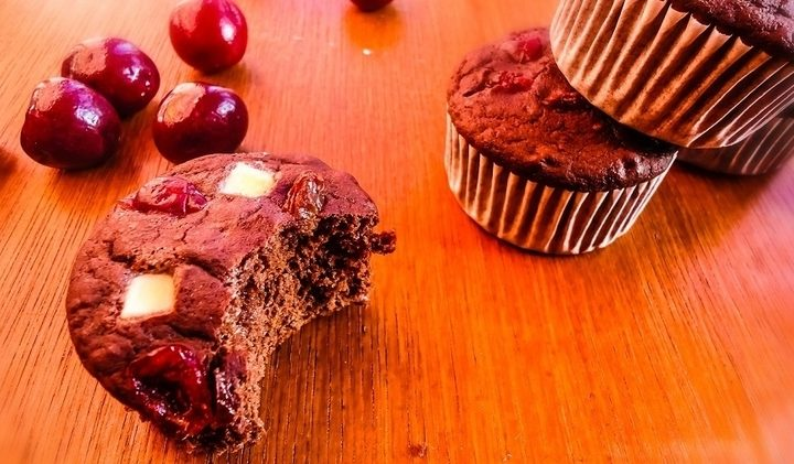 White Chocolate Chip Cranberry Cupcakes