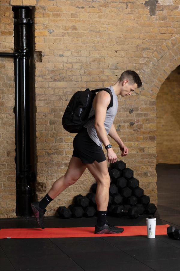 backpack reverse lunge step 1
