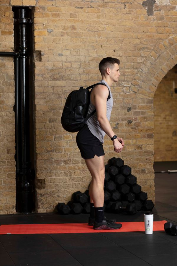 backpack reverse lunge step 4